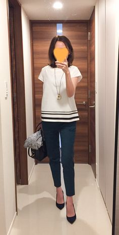 grey cardigan: theory top: ballsey green pants: des pres navy pumps: pellico bag: tod's