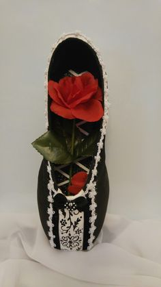 The Castle decorative pointe shoe, Beautifully Brave recital