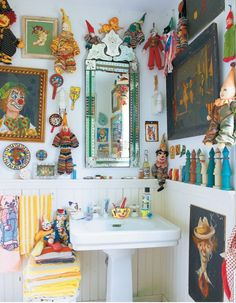 Useful Walk-in Shower Design Ideas For Smaller Bathrooms – Home Dcorz Estilo Kitsch, Eclectic Bathroom, Deco Boheme, Loft, Walk In Shower, Eclectic Style, Eclectic Decor, Decoration, Interior Decorating