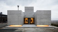 On a busy highway in Shiga, Japanese architecture firm Form/Kouichi Kimura has completed 'Tranquil House'; a reinforced concrete building that, at first glance, more resembles. Form Architecture, Cabinet D Architecture, Japanese Architecture, Renaissance Architecture, Shiga, Concrete Houses, Concrete Building, Fachada Colonial, Traditional Japanese House