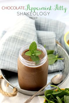Rich chocolate creamy smoothie recipe packed with protein and spinach. The most delicious Chocolate Shakeology recipe! Use one packet or scoop of shakeology Chocolate Pie Recipes, Best Chocolate, Delicious Chocolate, Chocolate Desserts, Delicious Desserts, Chocolate Mouse, Healthy Chocolate, Homemade Chocolate, Vegan Desserts