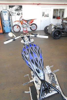 West Coast Chopper. Motorcycle Paint Jobs, Motorcycle Camping, Motorcycle Design, Cool Motorcycles, Harley Davidson Motorcycles, Custom Choppers, Custom Bikes, West Coast Choppers, Bike Builder
