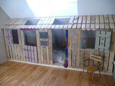 Kleines Haus und Schlafzimmer mit Paletten für die Kinder 1