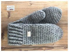 Tunella's Geschenkeallerlei präsentiert: gehäkelte Fäustlinge aus einer Alpaka/Wolle/Acryl-Mischung - du kannst dich warm anziehen, dank sorgfältigem Entwurf, liebevoller Handarbeit und deinem fantastischen Geschmack wirst du umwerfend aussehen #TunellasGeschenkeallerlei #Häkelei #drumherum #Fäustlinge #Alpaka #Wolle