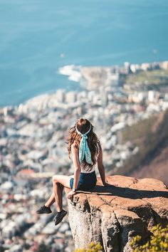 Join a professional guide as you venture onto the mountains in Cape Town learning about the local vegetation and the city. Travel Jobs, Travel Money, Usa Travel, Step Workout, Wanderlust, Muscle, Click Photo, Roadtrip, Live In The Now