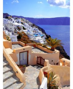 We think we can all agree that one of the most breathtaking places on earth is Greece. Beautiful structures wonderful beaches and rich history you can never go wrong with Greece.  Kalí méra ou fíloi! (Good day friends!) #greece #greek #mythology #travel #traveling #TagsForLikes #TFLers #vacation #visiting #instatravel #instago #instagood #trip #holiday #photooftheday #fun #travelling #tourism #tourist #instapassport #instatraveling #mytravelgram #travelgram #travelingram #igtravel