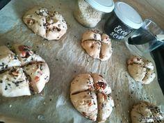 Celozrnné semínkové housky - brydova.cz Pudding, Desserts, Recipes, Food, Hampers, Tailgate Desserts, Deserts, Custard Pudding, Recipies