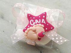 BOMBONIERA CALAMITA MAGNETE FIMO STELLA PIEDINI NEONATO CARROZZINA BIBERON CIUCCIO NOME PERSONALIZZATO CONFETTATA, by Sweet.charms, 1,50 € su misshobby.com