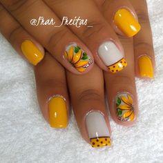 fran_freitas_ Nail Art Flowers Designs, Nail Designs, Flower Designs, Beauty Tips For Hair, Beauty Hacks, How To Do Nails, Fun Nails, Nail Envy, Yellow Nails