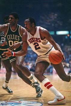 Moses Malone drives around Robert Parish I Love Basketball, Basketball Practice, Basketball Pictures, Basketball Shirts, Basketball Legends, Basketball Players, College Basketball, Moses Malone, The Sporting Life