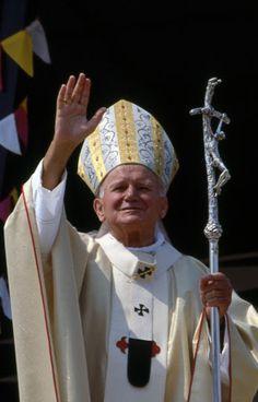 Juan Pablo II en Albania: cuando la fe derrotó al ateísmo Anima Christi, Pope John Paul Ii, Paul 2, Papa Juan Pablo Ii, Bride Of Christ, Mary I, Catholic Prayers, Papa Francisco, Mother Teresa