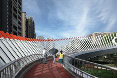 Image 32 of 42 from gallery of Ruyi Bridge / ZZHK Architects. Photograph by Arch-Exist Pedestrian Crossing, Pedestrian Bridge, Bridge Design, Facade Design, Green Landscape, Landscape Design, Bridges Architecture, Chengdu, Central Park