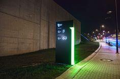 O extenso projeto de sinalização e orientação da nova sede do Silesian Museum, um novo centro da vida cultural para a cidade de Katowice (Polônia), foi desenvolvido pelos escritórios poloneses Blank Studio e Luft Studio (Ola Krupa e Bartek Witanski).