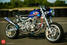 Honda monkey Z50J1.  Takegawa: 138cc +R 4V SOHC engine.  5-disc dry-clutch. 5-speed S-Touring gearbox.  Over Racing: OV24 alloy frame with monoshock  SP2 titanium exhaust    Blast Factory: Honda RS125 fork (mod by Blast Factory)  Wide fork tripple tree  Headlight 44 and 48mm diameter stay  G-Craft: +20 swingarm    Handmade seat from Japan     Bomber (Belgium): B.A.T. 7-star wheels  ShiftUp: J1 fuel tank (modified)    Keihin CR26 carb   SEV Marchal 819 headlight      youtube…