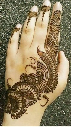 Mehndi henna designs are always searchable by Pakistani women and girls. Women, girls and also kids apply henna on their hands, feet and also on neck to look more gorgeous and traditional. Henna Hand Designs, Mehndi Designs Finger, Simple Arabic Mehndi Designs, Mehndi Designs For Girls, Mehndi Designs 2018, Mehndi Designs For Beginners, Modern Mehndi Designs, Mehndi Designs For Fingers, Wedding Mehndi Designs