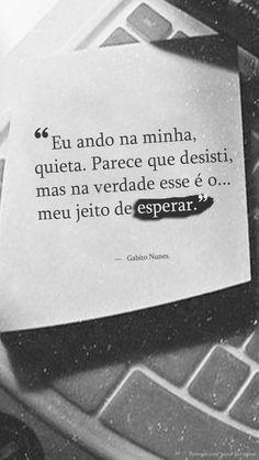 """""""Eu ando na minha, quieta. Parece que desisti, mas na verdade esse é o meu jeito de esperar."""" — Gabito Nunes. http://br.pinterest.com/dossantos0445/al%C3%A9m-de-voc%C3%AA/"""