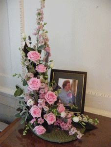 l+shape+floral+arrangement   Shape (beautifully displayed with a photograph