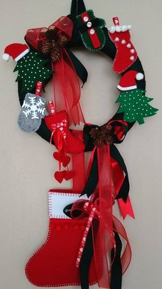 Christmas Door Decoration / Merry Christmas (FN Special Designs) - do it yourself Christmas Door Decorations, Christmas Wreaths, Merry Christmas, Xmas, Christmas Ornaments, Holiday Decor, Activities For Kids, Crafts For Kids, 4th Of July Wreath