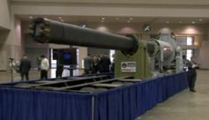 レールガンは未来的な電磁兵器で、弾丸を音速の7倍の速さで打ち出すことができる。米海軍がお披露目した、この兵器の破壊力とは?