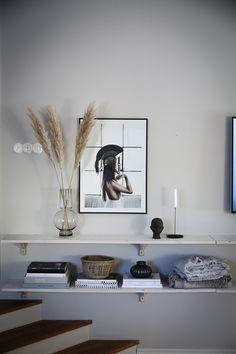Våran lösning för TV:n - Lovely Life Home Interior Design, House Inspiration, Bedroom Interior, House Interior, Living Room Interior, Interior, Modern Home Interior Design, Interior Styling, Nordic Interior Bedroom
