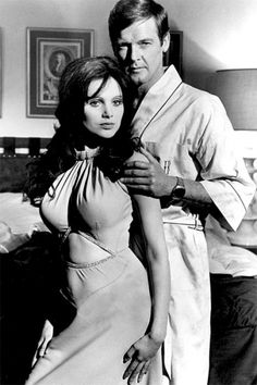 """Miss Caruso (Madeline Smith and Hammer Film Girl) and James Bond (Roger Moore) in """"Live and Let Die"""", Best Bond Girls, James Bond Girls, James Bond Movies, James Bond Style, Roger Moore 007, Madeline Smith, George Lazenby, Bond Series, Timothy Dalton"""