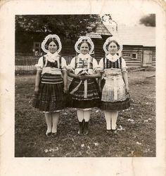 Údol village, Spiš region, Eastern Slovakia. Human Head, Head Shapes, Vintage Pictures, Folklore, Verona, Headdress, Cleveland, Culture, Painting