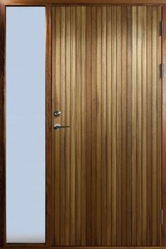 Resö - Ytterdörr i freijo med inbyggt sidoljus.