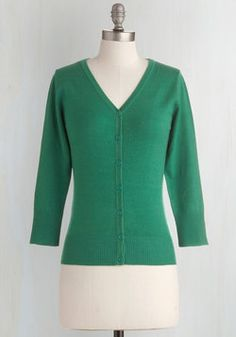 Charter School Cardigan in Kelly Green. Show your style smarts in this versatile cardigan! #green #modcloth