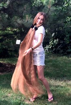 VIDEO - Extremely long and healthy hair - RealRapunzels Prom Hairstyles For Long Hair, Casual Hairstyles, Homecoming Hairstyles, Party Hairstyles, Wedding Hairstyles, Long Hair Drawing, Women Haircuts Long, Long Hair Play, Beautiful Long Hair