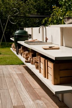 Basic Kitchen Area Concepts For Inside or Outside Kitchen areas – Outdoor Kitchen Designs Modern Outdoor Cooking, Outdoor Kitchen Design, Outdoor Kitchens, Outdoor Cooking Area, Big Green Egg Table, Concrete Kitchen, Kitchen On A Budget, Kitchen Ideas, Kitchen Decor