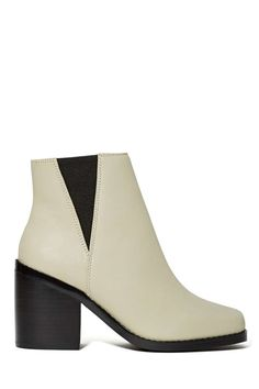 We're totally into all things mod right now and these gray leather boots are feeding our addiction.