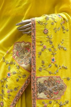 Embroidery Suits Punjabi, Zardosi Embroidery, Hand Embroidery Dress, Embroidery Suits Design, Embroidery On Clothes, Embroidery Fashion, Hand Embroidery Designs, Beaded Embroidery, Couture Embroidery