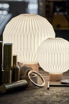375 Bordslampa cm - Le Klint - Dennys home Nordic Interior, Japanese Interior, Interior Styling, Japanese Design, Origami Table, Style Pastel, Lampshade Designs, Nordic Lights, Lighting Concepts