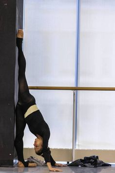 Yumelia Garcia, a dancer with the Joffrey Ballet stretches during rehearsal.(i do this all the time. Ballerina Dancing, Ballet Dancers, Alonzo King, Ballet Stretches, Joffrey Ballet, Ballet Companies, Work Pictures, Ballet Photography, Ballet Beautiful