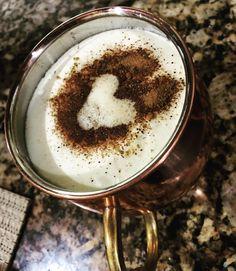 """até no café viu?  Acho que vou largar tudo e começar a vender café  com  que taaal?   Café com nata ou óleo de coco ou manteiga ou o famoso #bulletproofcoffee a gente só faz em situações específicas ou especiais hehe  Hoje eu acordei feito o coelho de """"Alice no país das maravilhas"""" é tarde é tarde...   Já expliquei sobre o assunto aqui é só buscar um pouco nos posts antigos uma imagem de café com o título BulletProof Coffee para entender Porque quando como e o que é... BOM DIAAA!"""
