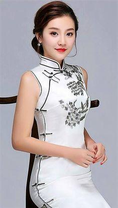Asian Woman, Asian Girl, Chinese Gown, Beautiful Girl Image, Asian Fashion, Women's Fashion, Cheongsam, Ao Dai, Girls Image
