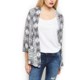 We love how this White Tile Print Drop Pocket Kimono transforms a plain vest top and jeans. #newlook #fashion
