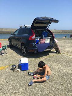 結局昨日は波が小さかったので、チビとブギー2枚持って遊びました。 波乗り後に、埠頭に車を止めてカップラーメン&サビキ釣り。 ついでに磯遊び。 真夏状態でした。