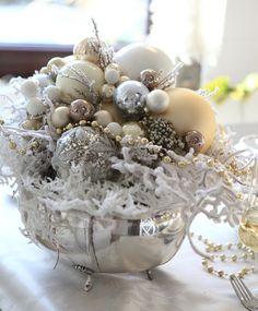 kompozycja-dekoracyjna-na-stol-wigilijny Dom, Beaded Jewelry, Christmas, Design, Xmas, Pearl Jewelry, Navidad, Noel, Natal
