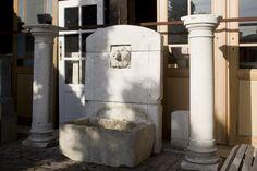 Antieke en oude bouwmaterialen, zoals oude gevel stenen, zandstenen en marmeren schouwen, openhaarden, plavuizen, Belgisch hardsteen, Bourgondische dalle, portieken, eiken balken, houten vloeren zoals planken en parket, worden ook wel historische of recuperatiebouwmaterialen genoemd. - See more at: http://www.achterhuis.nl/site/producten/bouwmaterialen.2.html#sthash.pudiW22R.dpuf
