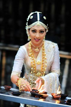 Traditional Sri Lankan  Bride #sinhalese   #jewellery layered - By Manik Hulangamuva.