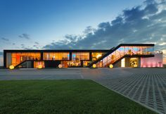 Dobroteka - budynek / building