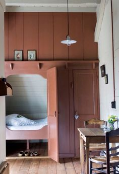 sleeping nook - for a spare bedroom? House Design, Built In Bed, Alcove Bed, Home, Interior, Murphy Bed Plans, Box Bed, Bed In Closet, Sleeping Nook