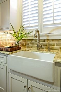 sink Street Bungalow - traditional - kitchen - austin - Redbud Custom Homes Kitchen Sink Design, Farmhouse Sink Kitchen, Farm Sink, Kitchen Redo, New Kitchen, Kitchen Remodel, Kitchen Dining, Kitchen Sinks, Kitchen Ideas