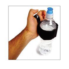 Adapte universal para agarrar la botella con agua y poder consumirla
