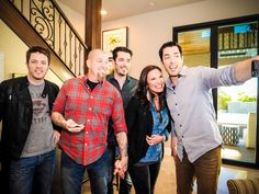 The brothers return for a new season of Brother Vs. Brother as they go mano a mano to renovate two Las Vegas fixer uppers. The brothers' work will be judged by rotating celebrity guests, with brother JD serving as the master of ceremonies. This week's critics? Brandon and Jen Hatmaker of Your Big Family Renovation.