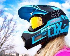 Do you need expensive helmet? Fox Rampage Pro Carbon vs Rampage Comp review on my Youtube channel. LINK IN BIO ❤️ #foxwomens #mtbgirl #ridelikeagirl #rideyourway #foxheadpolska #triplife #liveforit #bikesgirls #cyclingshots #dziewczynanarowerze