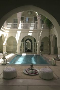 Hotel Ana Yela in Marrakech, courtyard (Morocco) Honeymoon Hotels, Romantic Honeymoon, Romantic Travel, Hotels Disney, Beach Hotels, Beautiful Homes, Beautiful Places, Piscina Interior, Moroccan Decor