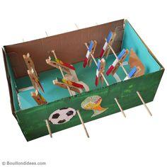 Fabriquez votre propre baby foot en carton très facilement, pour le plus grand bonheur des petits et des grands ! Avec simplement une boîte à chaussures et des pinces à linge, vous pouvez réaliser un baby foot de A à Z.