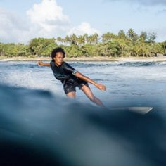 This International Women's Day, we've rounded up some of the rad female surfer-powered community groups we all need to know about. Click to learn more at www.saltgypsy.com | #saltgypsy #womenwhosurf #girlsurfer #femalesurfer #surfleggings #sustainablesurftravel